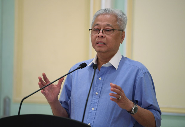 Malaysia minister says 'news' that Singaporeans not welcomed is fake