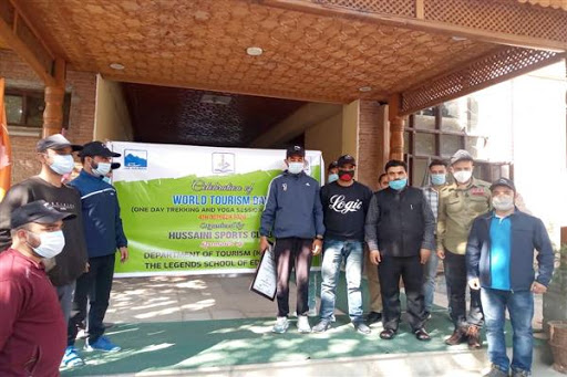 Kashmir tourism Director flags off trekking group to Gulmarg to encourage tourism